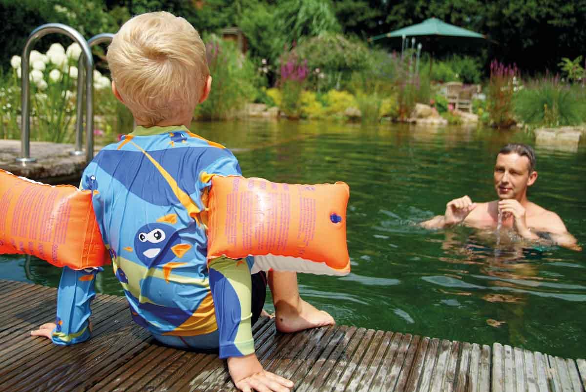 Piscine biologique : avantages du système de filtration de l'eau… sans plantes !